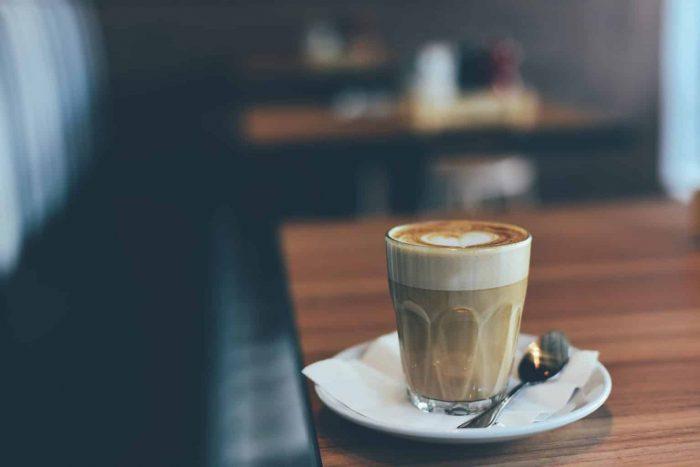 MÁQUINA DE CAFÉ CON LECHE